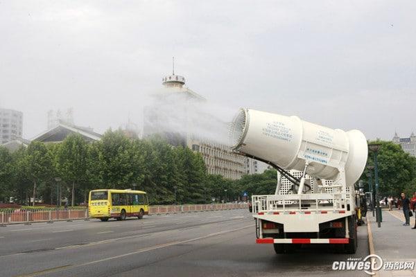 001ec949c49014dbaf5f02 الصين تنشر مدافع مائية بالشوارع لتخفيف التلوث الصين تنشر مدافع مائية بالشوارع لتخفيف التلوث 001ec949c49014dbaf5f02