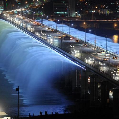 [ صور – يوتيوب ] في كوريا الجنوبية اطول جسر نافورة حول العالم Banpo Bridge