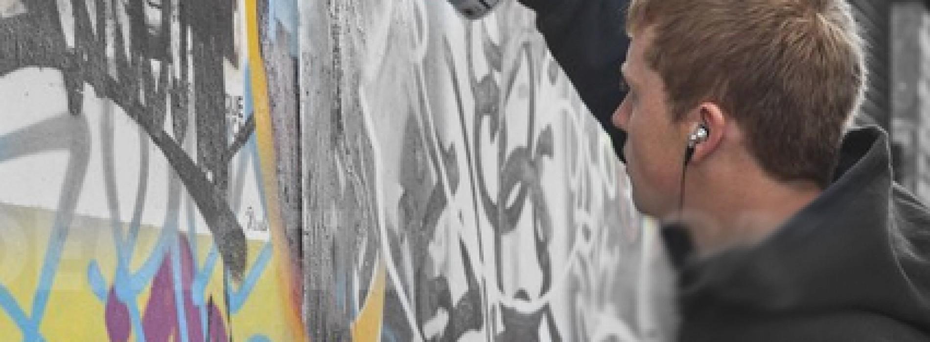 فنان جرافيكس يطقطق على البلدية عشان يصبغون الجدار
