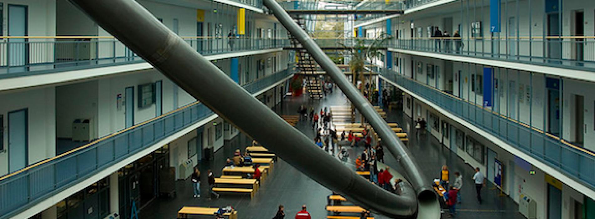 بجامعة ميونيخ الطلاب ينزلون بالزحاليق :d ! ( صور – فيديو )