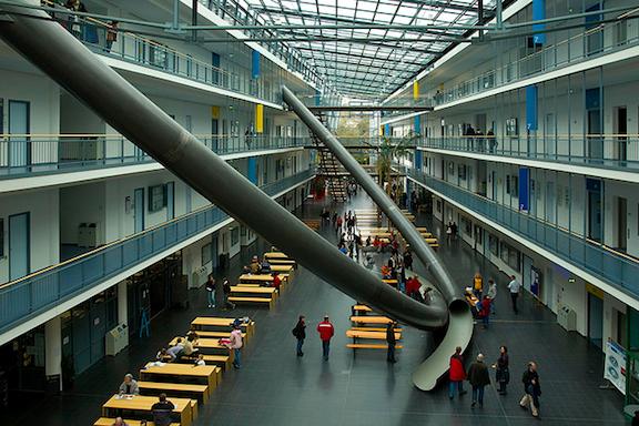 بجامعة ميونيخ الطلاب ينزلون بالزحاليق :d ! ( صور – فيديو ) mu1